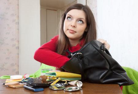 Co všechno a v jakém stavu nocíte v kabelce? A co to o vás vypovídá?