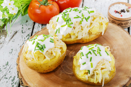 Plněné brambory se sýrem