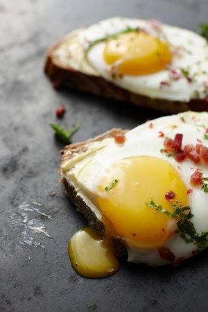 Sázená vejce se špenátem a šunkou