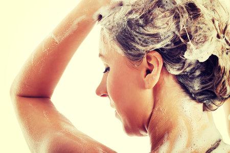 Zkuste některý z bylinných masek na vlasy!