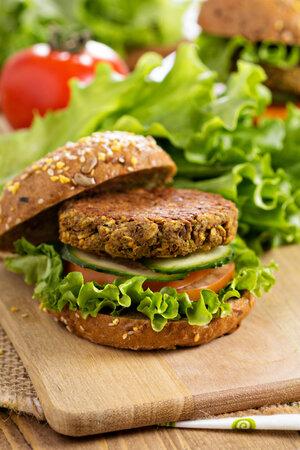 Vegetariánský burger s čočkou a houbami