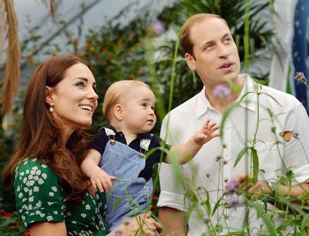 Druhá fotografie vydaná exkluzivně u příležitosti princových prvních narozenin.