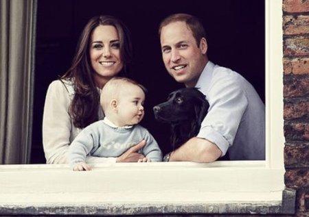 Další z oficiálních portrétů královské rodiny.