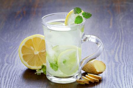 Zázvorová limonáda osvěží i pomůže se záněty.