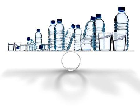 Minerální vody obsahují dostatek minerálů potřebných pro tělo. Nemělo by se to s nimi ale přehánět.