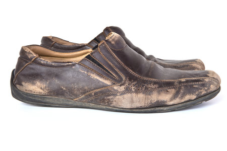 Když boty nebudete krémovat, budou za pár měsíců i ty nejdražší vypadat jako staré škrpály.