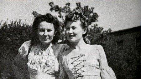 Obě sestry Lída Baarová a Zorka Janů byly herečky.