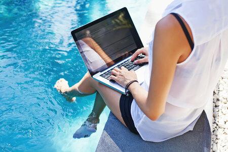 Vypněte na dovolené pracovní mail, jinak si nikdy neodpočinete.