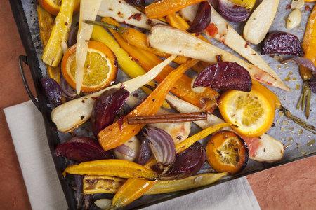 Pečená kořenová zelenina s červenou řepou