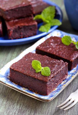 Čokoládové brownies s červenou řepou