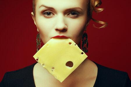 Čím je sýr tvrdší sýr, tím delší je jeho trvanlivost. Eidam můžete uložit i do mrazáku.
