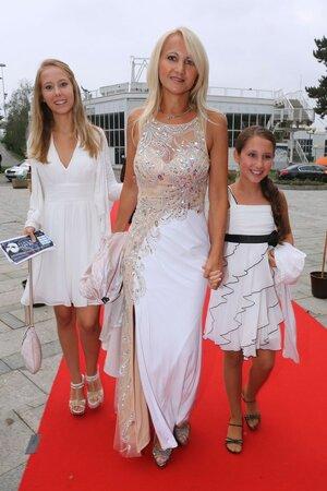 Šárka Grossová s dcerami Natálií a Denisou.