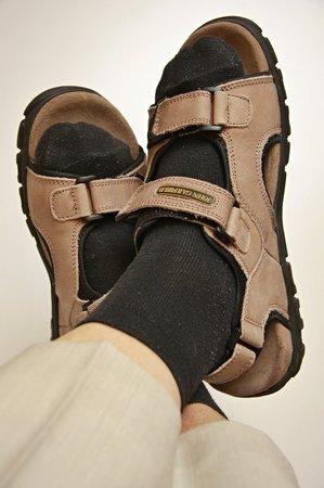 Ponožky v sandálech? Dříve módní omyl, dneska hit.