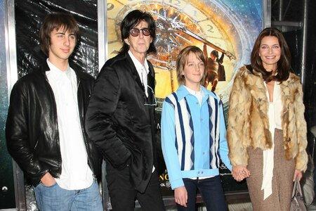 Se zpěvákem a hudebním producentem Ricem Ocaskem mají dva syny.