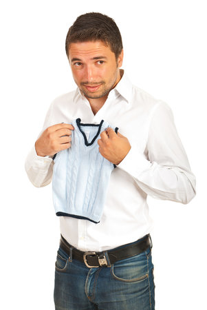 Stačí chvilka nepozornosti a máte ze svého svetru obleček pro trpaslíka.