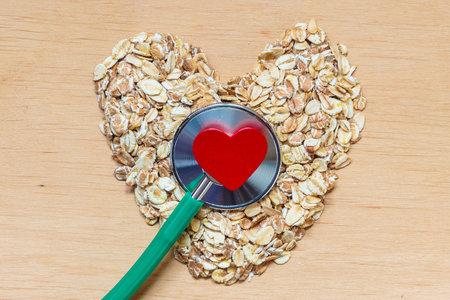 Skvělou potravinou na snížení cholesterolu jsou i ovesné vločky.