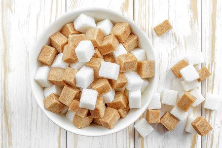 Cukry často mohou za to, že přibíráme na váze. Když si dáme pozor a z jídelníčku je odstraníme, půjde nám hubnutí mnohem snáze!