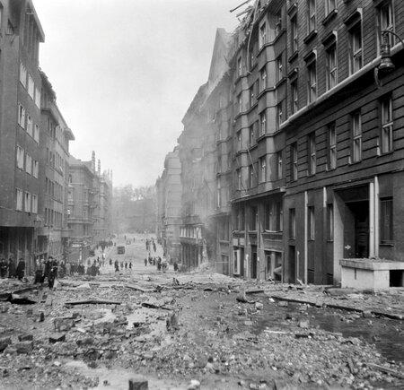 Praha po bombardování 14.února 1945 - Blanická ulice