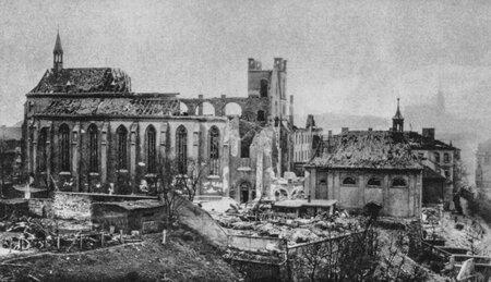 Trosky Emauzského kláštera po náletu