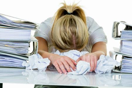Hyperaktivita u dospělého člověka se projevuje i notorickým odkládáním úkolů a povinností.