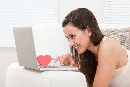 žena, počítač, seznamka