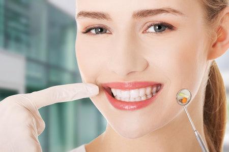 Mezi největší zubní mýty patří i to, že zkažený dětský chrup nevadí, protože naroste nový. To je nesmysl.