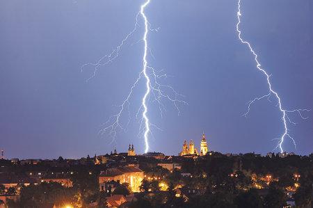 Na Česko se ženou silné bouřky