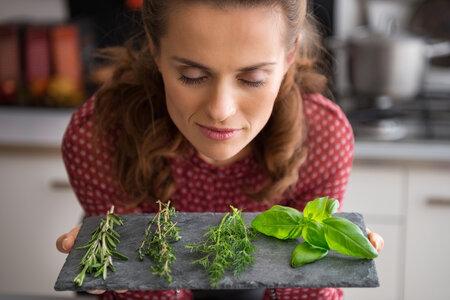 Pokud víte, jak na to, vydrží vám doma v lednici řezané bylinky čerstvé i několik dnů