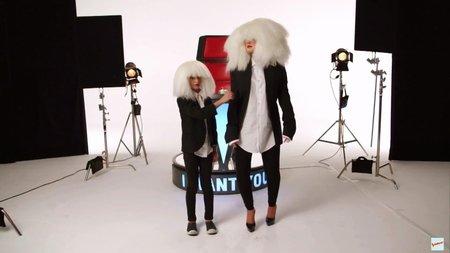Christina jako Sia - oslepena obrovskou parukou!