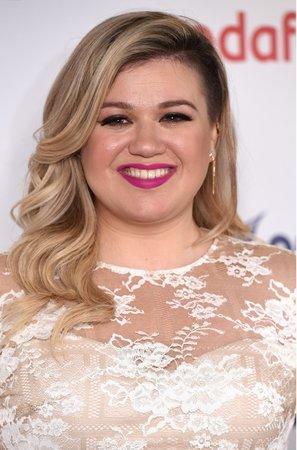 Kelly Clarkson je už jako kulička.