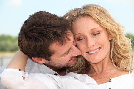 Po čtyřicítce se s vámi muž bude chtít mazlit častěji.