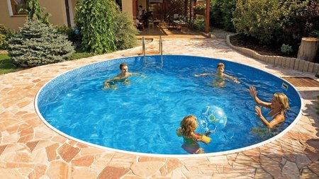 Bazény Azuro můžete díky jejich unikátní konstrukci ponechat volně na povrchu, nebo zcela zapustit do země. Jejich další výhodou je, že je postavíte za pouhý jeden den a druhý den si již můžete užívat vodních radovánek. Nyní jsou tyto bazénu u společnosti Mountfield za akční cenu od 5 990 Kč.