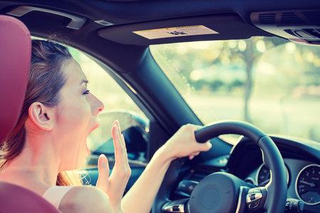 Dehydratace může způsobit mikrospánek za volantem.
