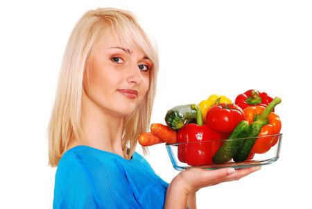Při keto dietě si můžete dát zeleniny, co hrdlo ráčí. S ovocem je to ale horší.