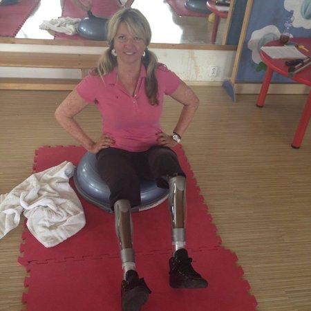 Andrea Brzobohatá dnes pomáhá lidem, kteří jsou na tom podobně jako ona, tedy přišli o nohy, nebo ruce.