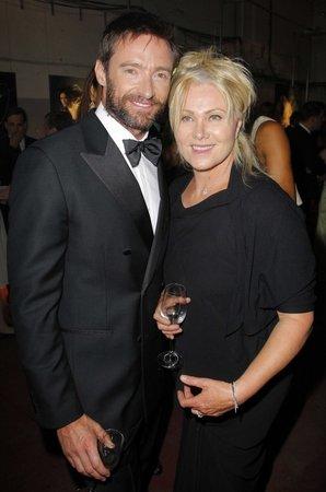 Hugh je šťastně ženatý s Deborrou už mnoho let!