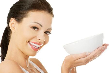 Pokud budete týden jíst zelnou polévku a dodržovat doporučený stravovací režim, podaří se vám zhubnout až čtyři kilogramy za týden.