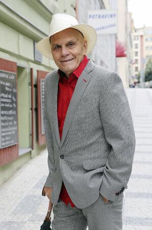 Šarmantní a energický herec se spoléhá i na geny - Přeučilové prý žijí přes devadesát let...