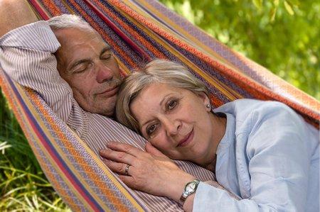 Starší lidé mají občas problémy se spánkem, nemají dostatek melatoninu.