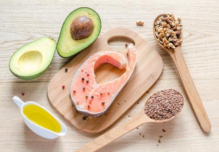 Losos, avokádo, nebo oříšky. Je jedno, co si vyberete jako zdroj omega-3 mastných kyselin.