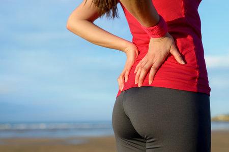 Bolest zad je pouze jedním z příznaků bolesti ledvin, a rozhodně ne tím nejčastějším.
