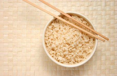 Hnědá rýže je zdravější než bílá.