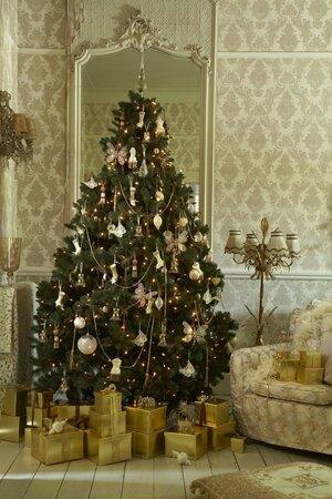 Zlatý stromek je elegantní.