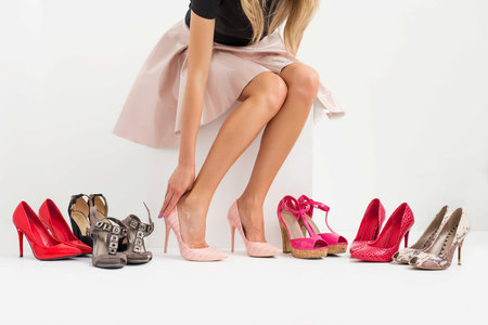 Za hallux valgus mohou v mnoha případech špatné boty.