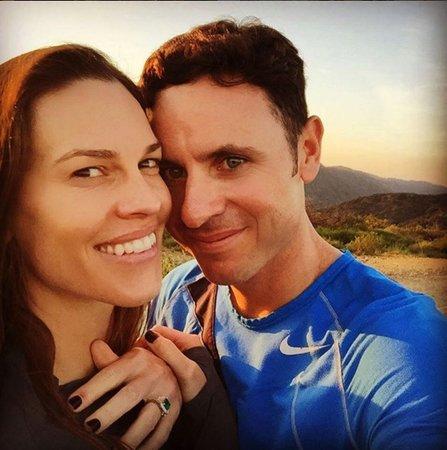 Hilary Swank se zasnoubila.