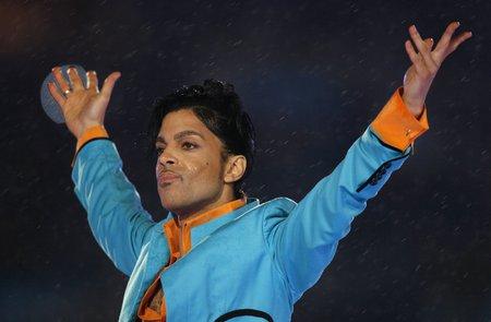 Zemřel americký zpěvák Prince (†57)