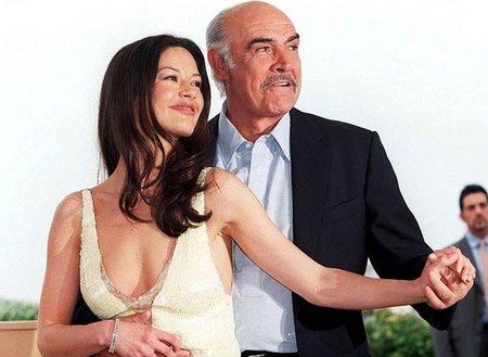 Catherin Zeta-Jones a Sean Connery v roce 1999