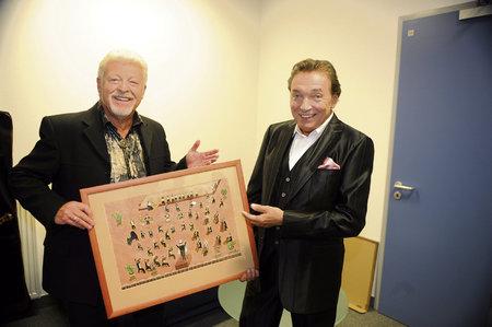 2009: Drobný věnoval Gottovi k 70. narozeninám vlastnoručně namalovaný obraz.