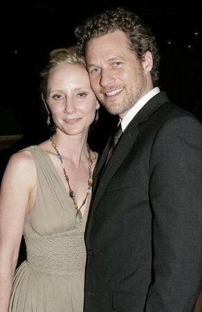 Herečka Anne Heche (39, Muži na stromech) přivedla minulý víkend na svět chlapečka, který dostal jméno Atlas. Otcem je seriálový kolega James Tupper (43).