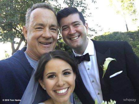 Tom Hanks se svatebčany